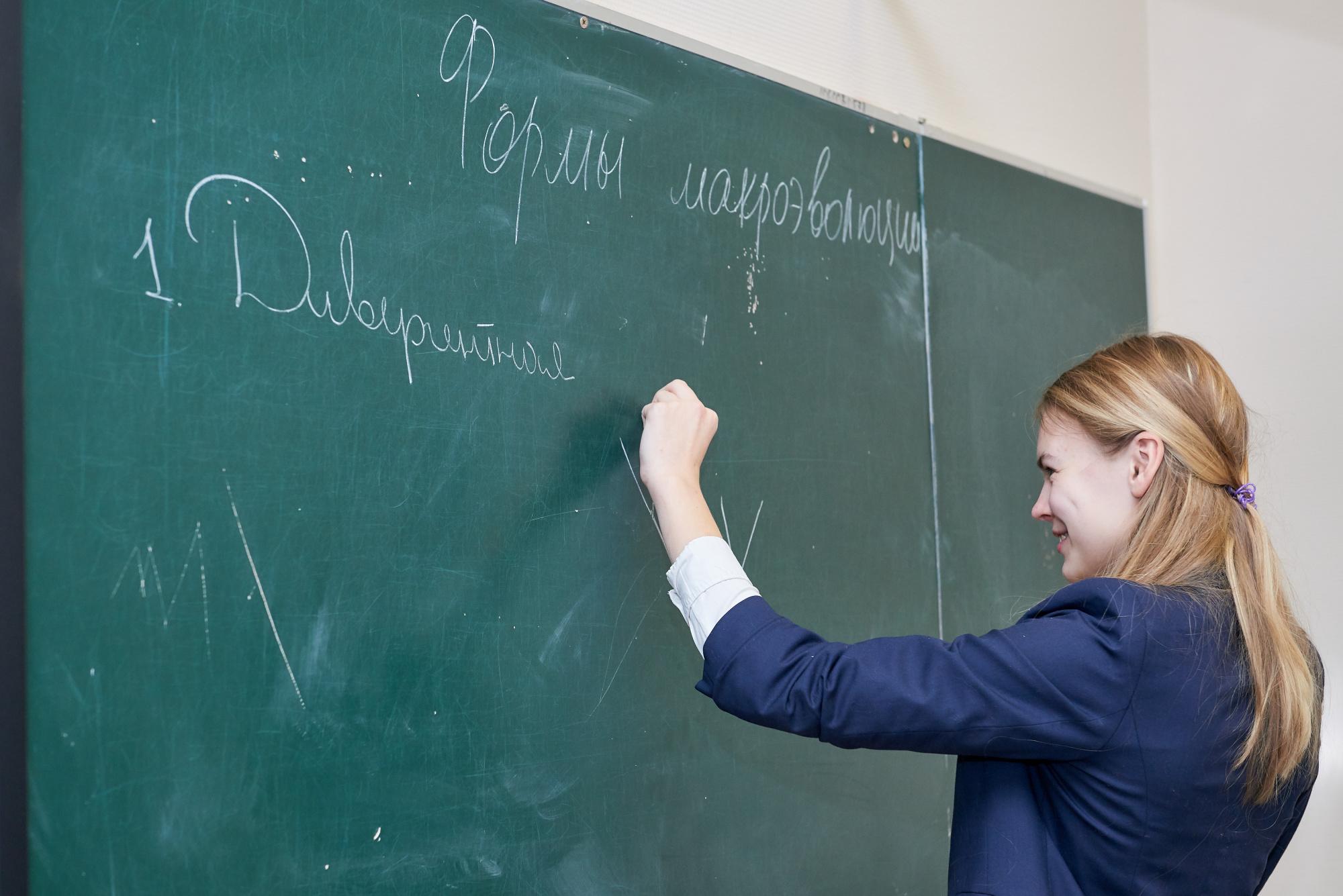 В школах России организуют термометрию при входе в здания