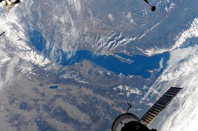 Космонавт Олег Артемьев опубликовал свежие снимки Байкала с высоты МКС