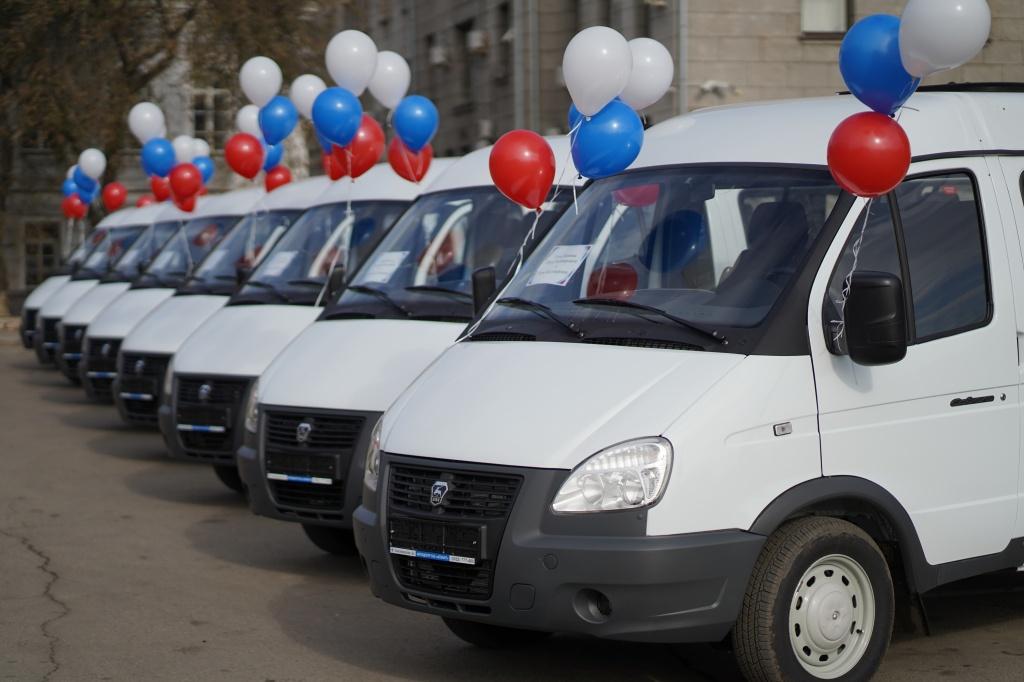 Ключи от новых микроавтобусов вручили восьми многодетным семьям Приангарья