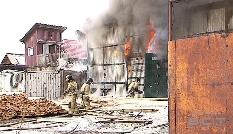 Склад магазина стройматериалов горел в Братске