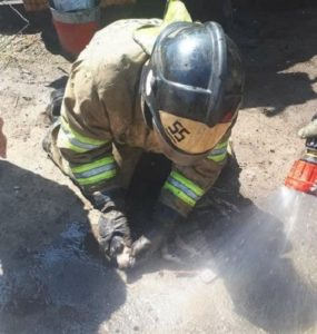Спасатели вынесли из горящего дома и откачали собачку в Нижнеудинске
